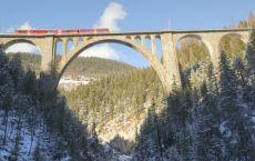 Landwasser_-Viadukt_-Davos-Wiesen_-Rhtische-Bahn_-Zug